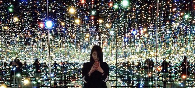 infinity-mirrored-room-yayoi-kusama-thumb640
