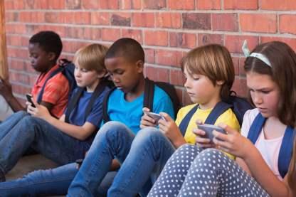 kids-with-phones-2-1500x1000